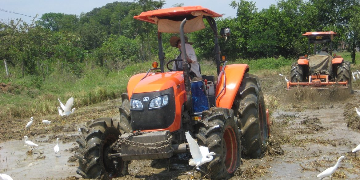 Tractor M-108