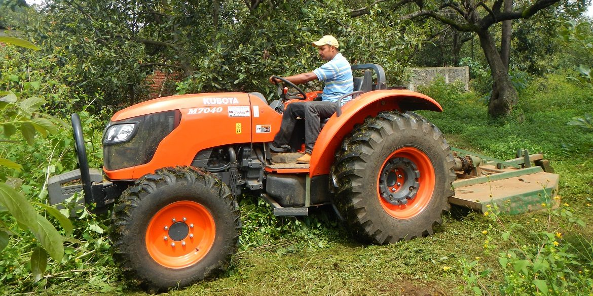 Tractor M-7040